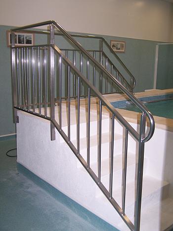Rampes d 39 escalier inox rs inox for Rampe inox pour piscine